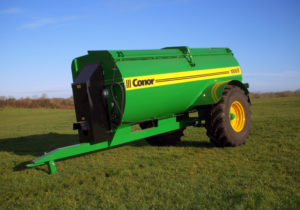 1000 side spreader on 21.3 R24 with mudguards
